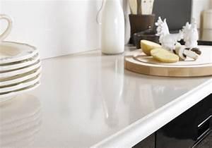 Couper Un Plan De Travail : un plan de travail en quartz beige pour une cuisine ~ Dailycaller-alerts.com Idées de Décoration
