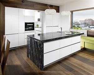 Küche Mit Kochinsel Günstig : kochinsel mit naturstein arbeitsplatte black skorpion von ~ Watch28wear.com Haus und Dekorationen
