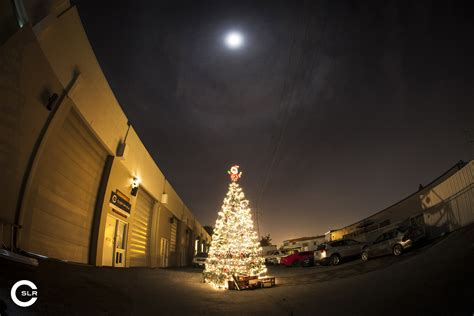 custom slr makes 10 000 tripod christmas tree will