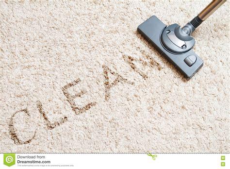 pulizia tappeto aspirapolvere tappeto di pulizia fotografia stock