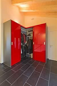 Boden Ausgleichen Womit : schrank ber eck als garderobe in hochrotem acrylglas mit ~ Michelbontemps.com Haus und Dekorationen