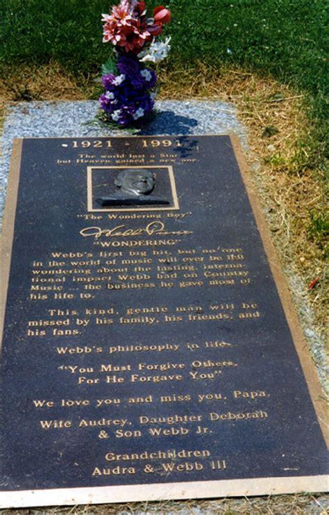 perry como burial site webb pierce found a gravefound a grave