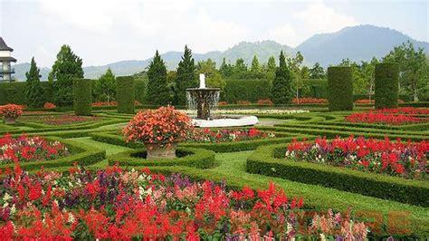berkunjung  taman bunga nusantara outbound lembang