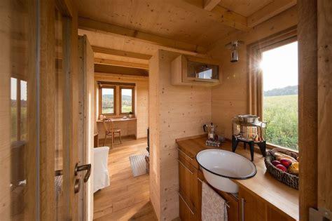 Tiny Häuser Im Fichtelgebirge by Novice Iz Sveta Nepremičnin Drobcene Hiške Na Kolesih