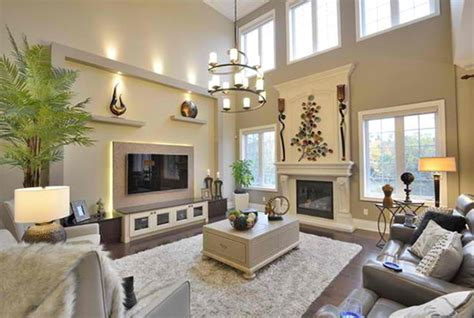We've gathered 50 living room decor ideas that all feature simple but elegant furnishings and decor. Living Room, High Ceiling Decoration For Living Room With Large Wall: Large Wall Decorating ...
