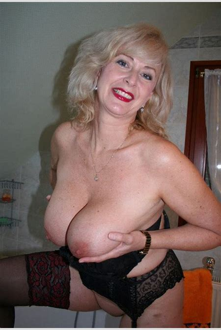 139 a milf,mom,wife,mature,granny,blonde,red lipstick,big tits,big boobs,holding tits,nipples ...