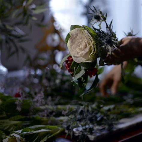 Composition Florale Avec Chardon, Choux Et Alstroemeria