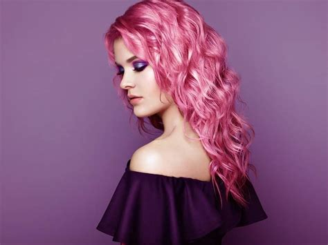 pink curly hairstyles  ooze cuteness