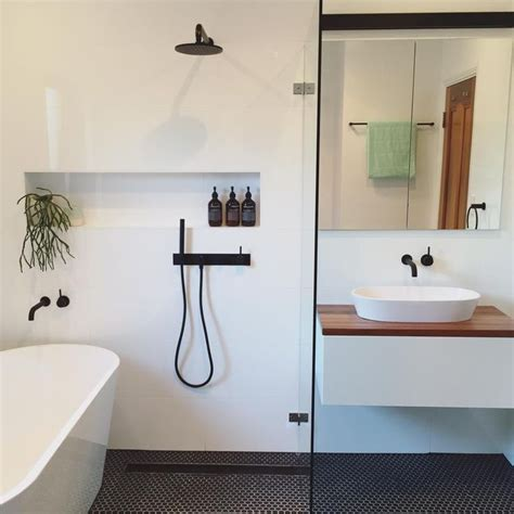 Best 20+ Small Bathroom Layout Ideas On Pinterest Tiny