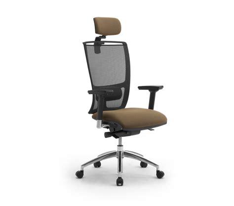 Sedie e sedute ergonomiche per ufficio coworking con rete