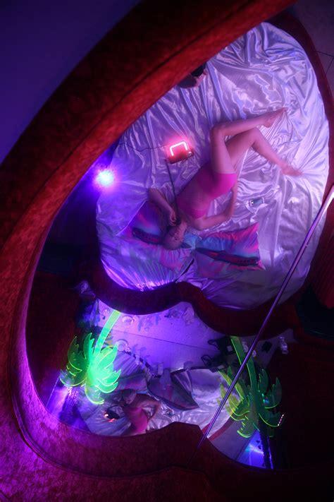 motelscape  surreal full room critique  fantasy