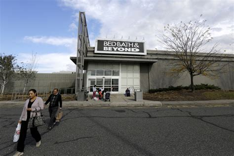 Bed Bath & Beyond Nosedives After Cutting Forecasts