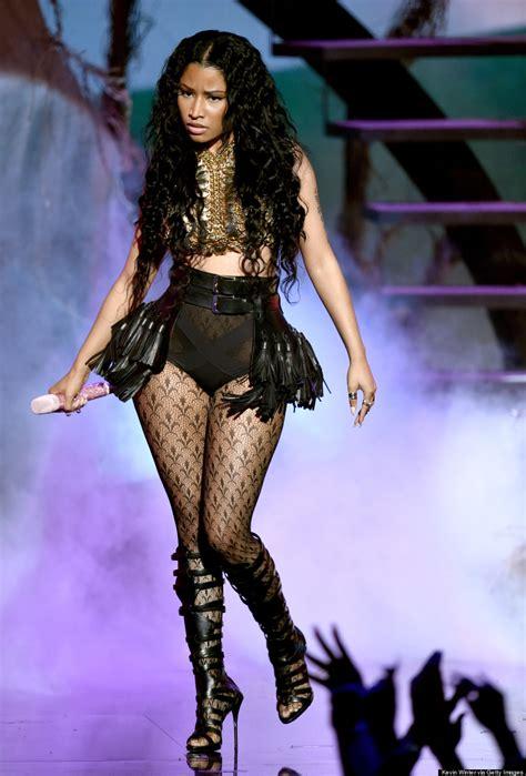 Nicki Minaju0026#39;s BET Awards 2014 Outfits Are Like Night And Day
