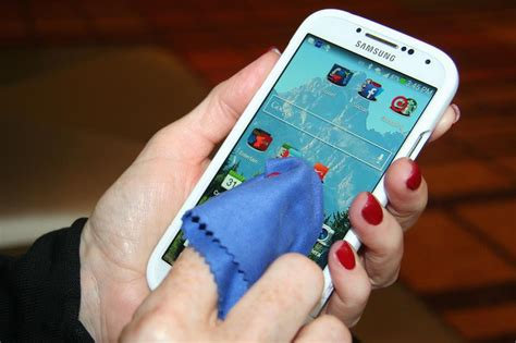 how to clean smartphone how to clean a smartphone or tablet screen digital trends