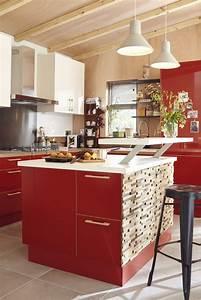 une cuisine avec ilot rouge et bois leroy merlin With cuisine bois et rouge