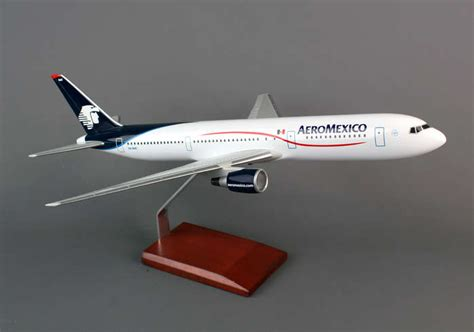 aeromexico boeing 767 300 desk top display 1 100 jet model