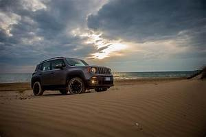 Renegade South Beach : jeep renegade receives night eagle special edition autoevolution ~ Gottalentnigeria.com Avis de Voitures