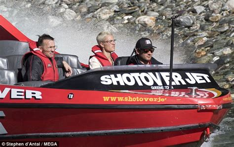 Boat Ride Fails by Justin Bieber Can T A Smile During Boat Ride Daily
