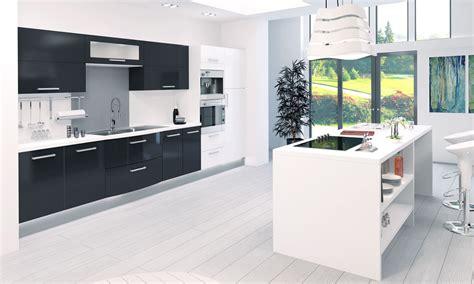 cuisine blanc et noyer cuisine moderne couleur aubergine