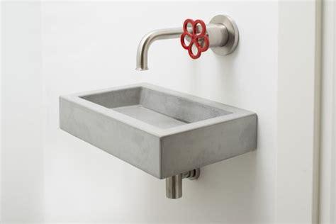 toilet fontein beton fonteintje in beton concrete toilet sink 8r made