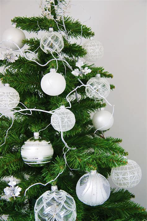 un sapin de no 235 l blanc et argent frenchy fancy
