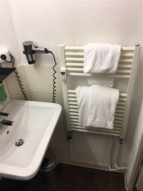 Kleines Bad Handtuchhalter by Das Kleinste Bad Der Welt Badezimmer Mit 2 5 Qm Dusche