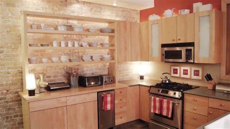 etageres de cuisine des étagères ouvertes dans la cuisine