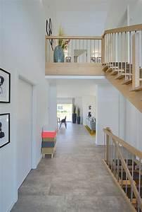 Wandgestaltung Treppenhaus Einfamilienhaus : eingangsbereich mit innen treppe holz kampa haus erfurt inneneinrichtung ~ Markanthonyermac.com Haus und Dekorationen