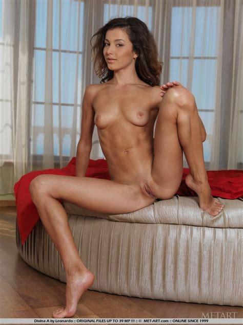 Naked Brunette Girl With Nice Ass Naked Neighbour