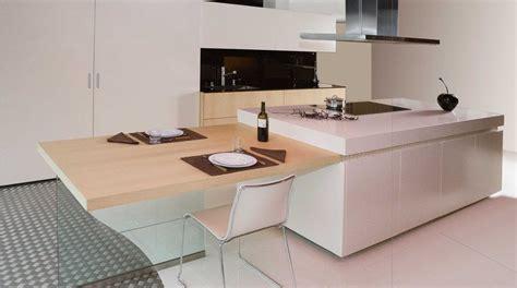 cuisines laqu馥s blanches cuisine moderne et design lgant cuisine ouverte and salon cuisine americaine dcoration moderne avec une cuisine en bois clair et parquet associ