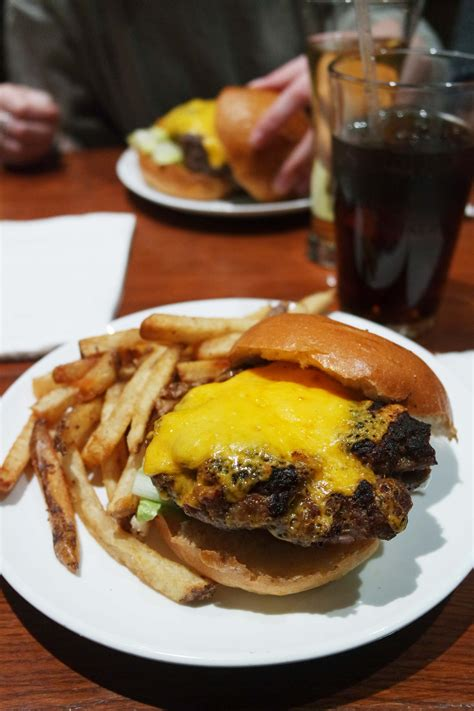 Best Burger New York by Best Burgers In New York City S Blogclaire S