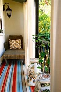 enjoliver l39exterieur 28 idees de deco balcon avec plantes With nettoyage tapis avec canapé pour balcon