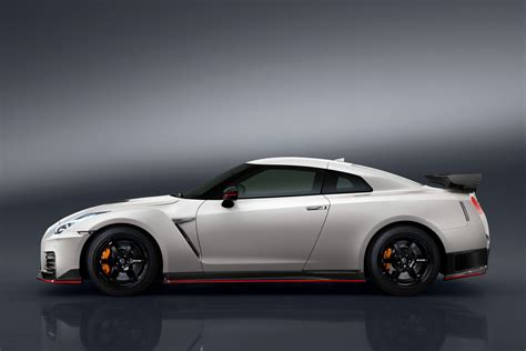 wallpaper nissan gt  nismo white sport car cars