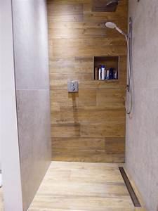Dusche Fliesen Holzoptik : moderne gemauerte duschen ~ Michelbontemps.com Haus und Dekorationen