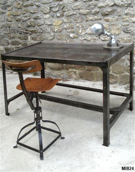 bureau deco design table bureau en métal et tôle perforée vers 1950