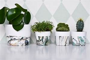 Basteln Mit Nagellack : marmorieren mit nagellack ein stylisches blumentopf diy ~ Somuchworld.com Haus und Dekorationen
