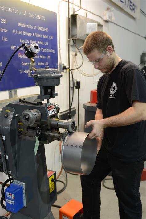 apprentices using empire s emt 7r power rotary machine in