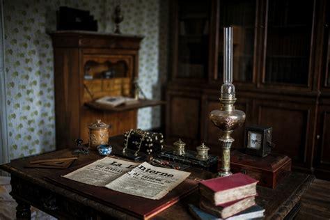 la maison natale de colette se d 233 voile avec ses couleurs d antan la croix
