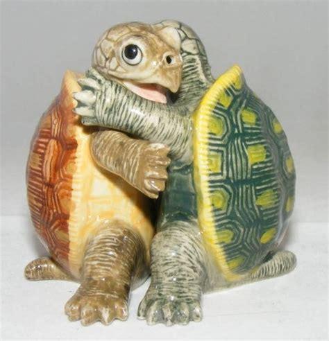 5728 turtle salt and pepper shakers salt and pepper shaker green sea turtle hugs