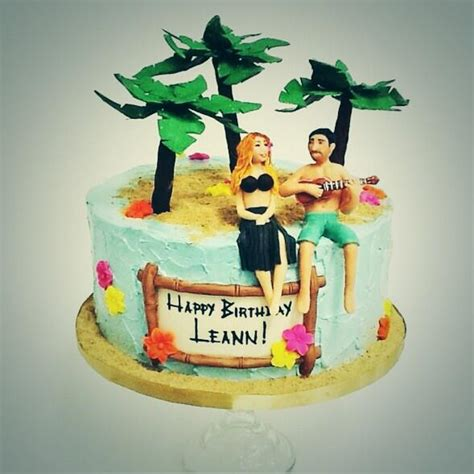 exposarazzi: LeAnn Rimes birthday cake: a squinty-eyed