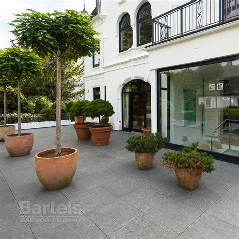 bodenbelag terrasse günstig naturstein bodenbel 228 ge im galabau und auf einer terrasse in hamburg blankenese marmor und