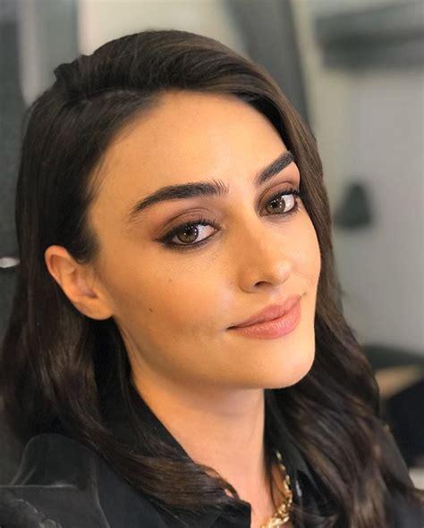 Esra bilgiç'in ilk oyunculuk deneyimi 2014 yılında trt'de oynamaya başlayan diriliş: Beautiful Pictures of Ertugrul Ghazi's Heroin Esra Bilgic - The Namal