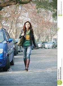 Asiatische Frauen Eigenschaften : junge asiatische frauen mit auto stockbild bild von automobil auto 8285869 ~ Frokenaadalensverden.com Haus und Dekorationen