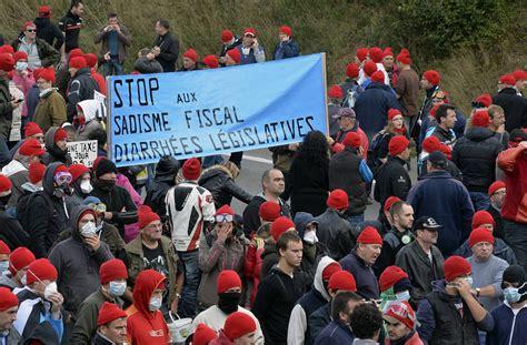 Emploi  15000 Manifestants à Quimper