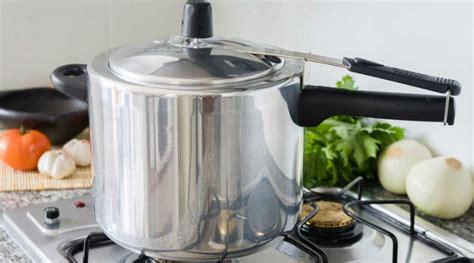 Cómo cocinar una paleta de cerdo con una olla a presión