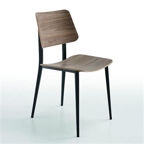 pied de chaise scandinave chaise scandinave midj noyer pieds m 233 tal noir sur cdc design