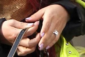 nicole polizzi photos photos snooki shows off her new With snooki wedding ring