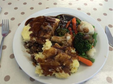 cottage pie gravy some delicious cottage pie with mash and
