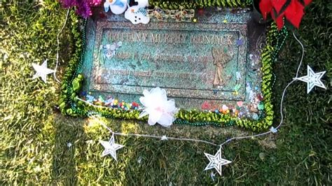 brittany murphy buried brittany murphy s grave youtube