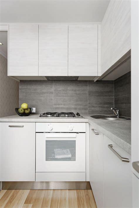 Neliela, moderna stūra virtuve sērijveida dzīvoklim ...